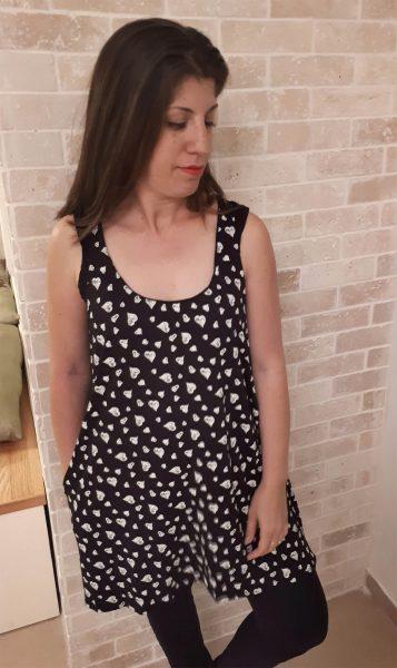 טוניקה להנקה לנה בצבע שחור עם לבבות