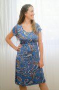 שמלת הנקה - מאיה בצבע כחול פרחוני