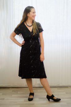 שמלת הנקה - מיכל בצבע שחור לבן מודפס