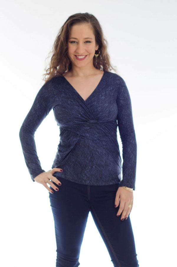 חולצת הנקה דנה בצבע כחול מודפס
