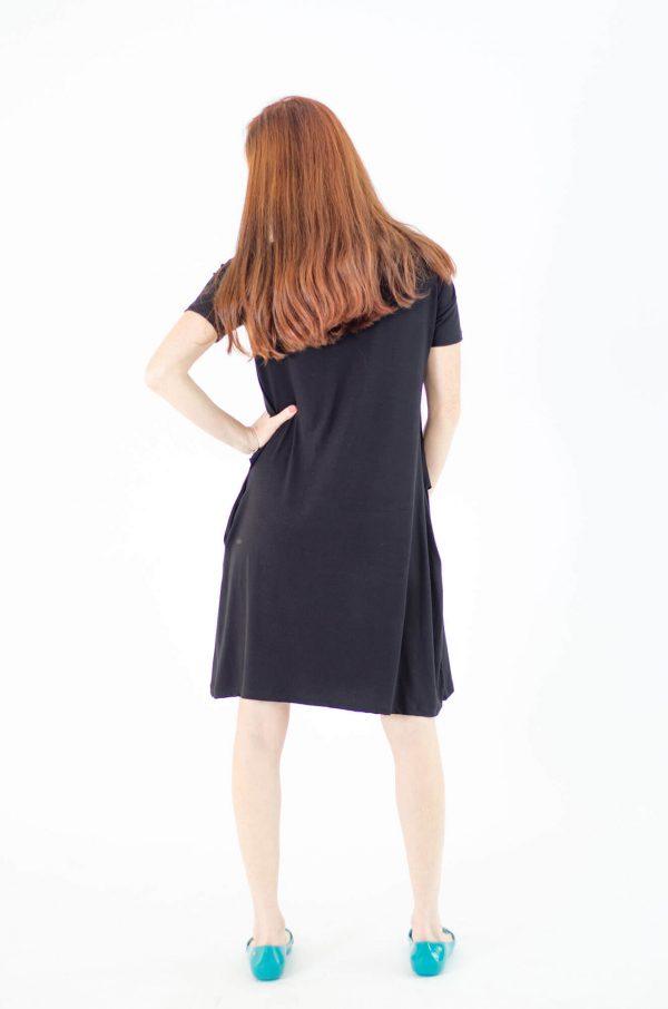 שמלת הנקה אפרת בצבע שחור