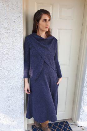 שמלת הנקה – אפרת כחול סריג