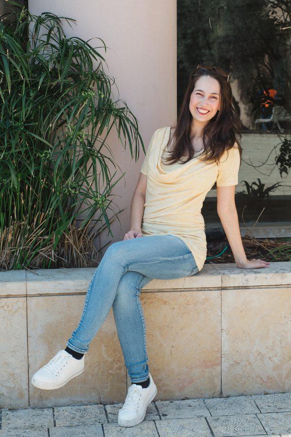 חולצת הנקה - עדי צהוב מודפס