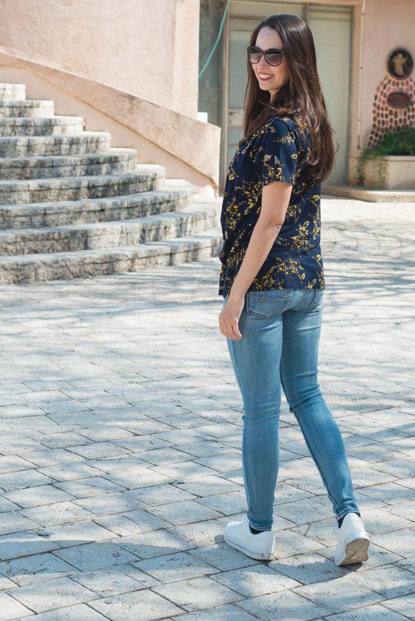 חולצת הנקה - גילת כחול מודפס